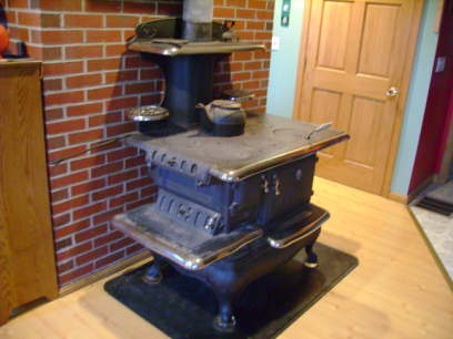 This one is just like the one my Grandmother use to cook on when we was  haying.It's a 6 burner Home Clarion. - Old Wood Stoves