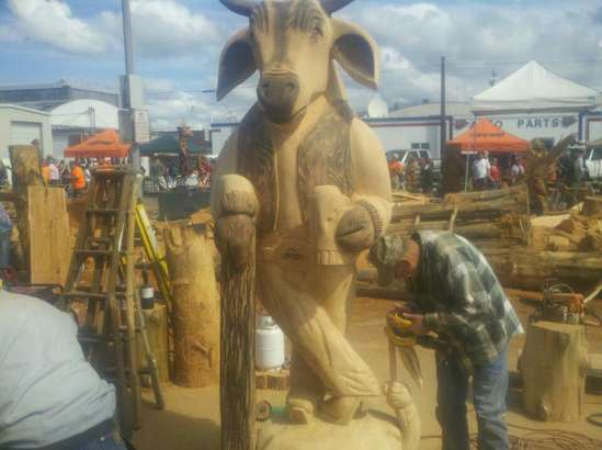 Chainsaw carving event in general board
